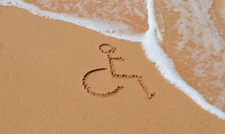 Areia, água do mar e o desenho universal da pessoa com deficiência