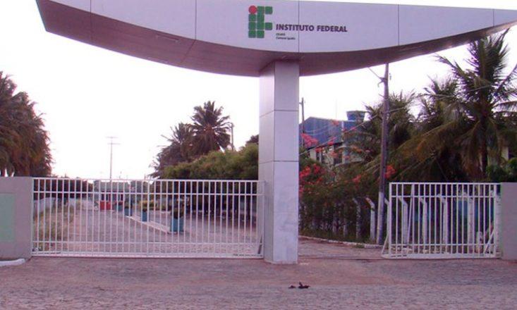Imagem frontal da entrada do Instituto Federal de Educação, Ciência e Tecnologia, em Iguatu/CE