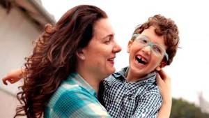 Karolina com seu filho Pedro